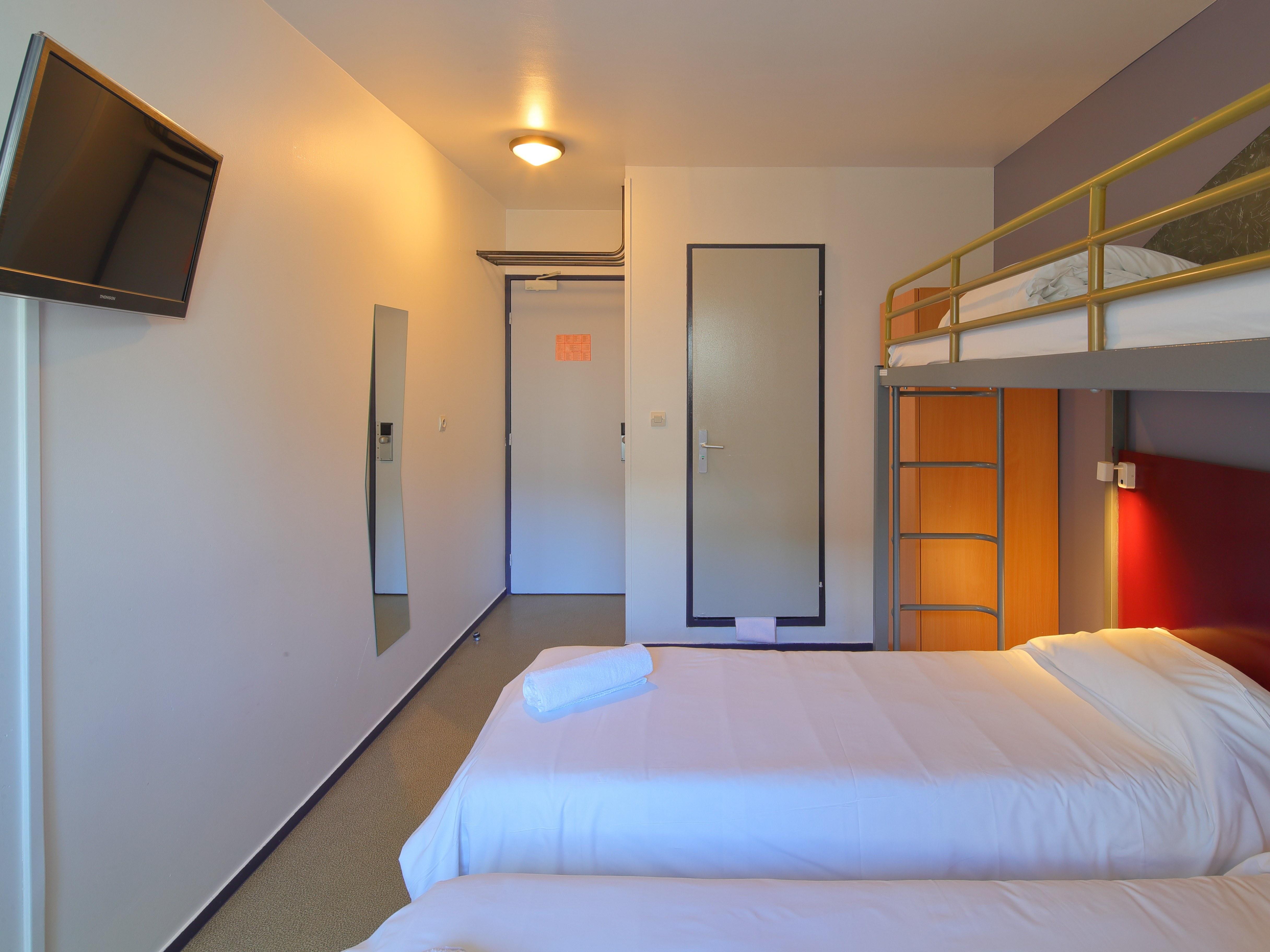 hotel-paris-13-avec-parking-chambre-3-lit