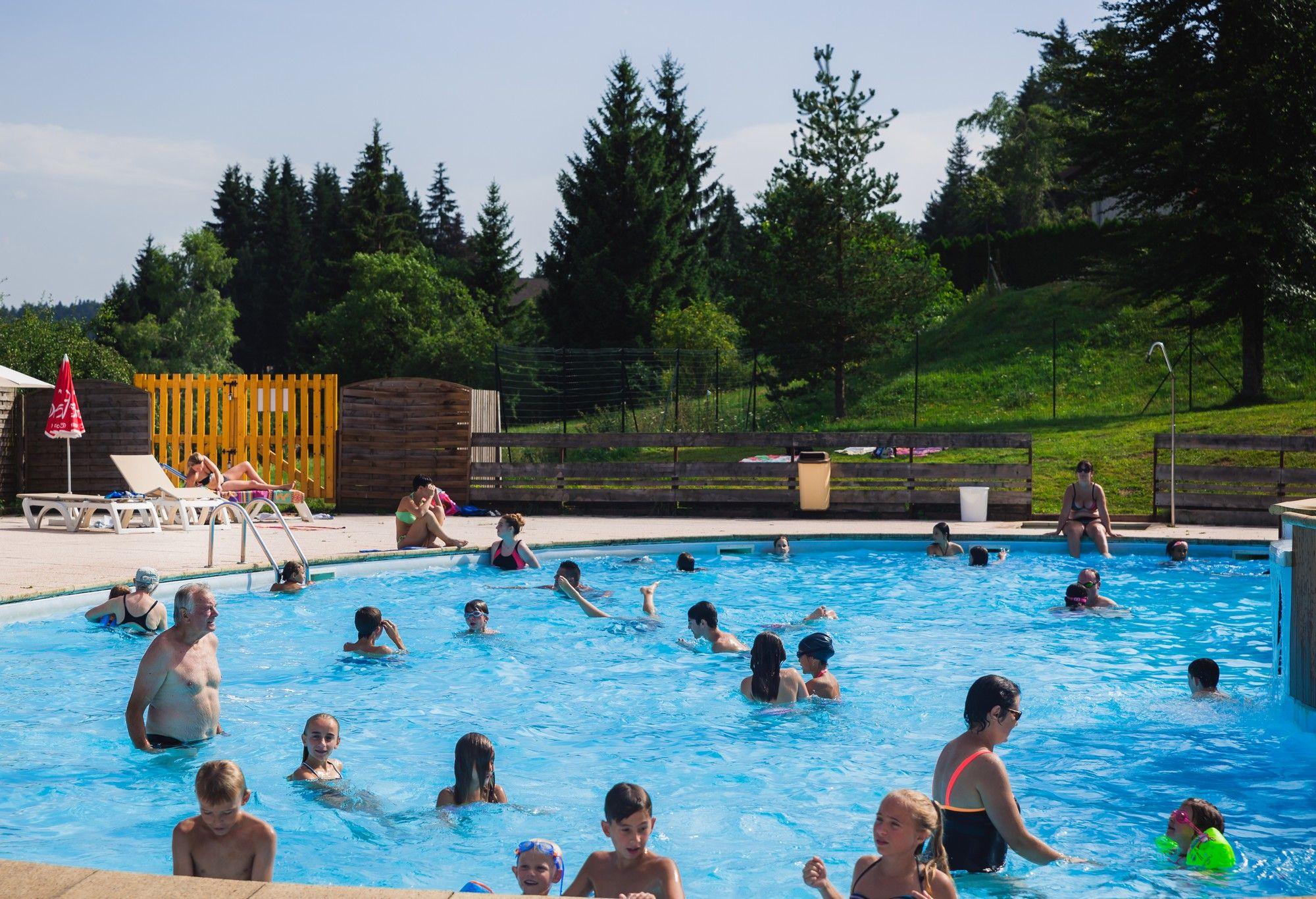 gite-groupe-jura-piscine-prenovel