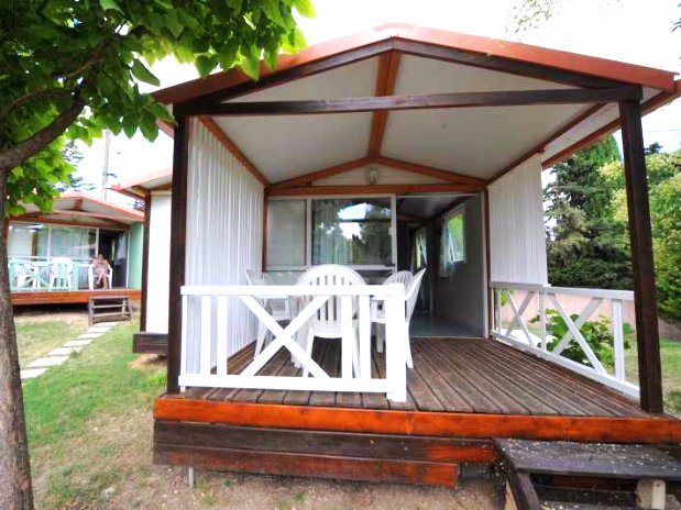 camping de l'olivier - sommieres-nimes - chalet 5 personnes-terrasse