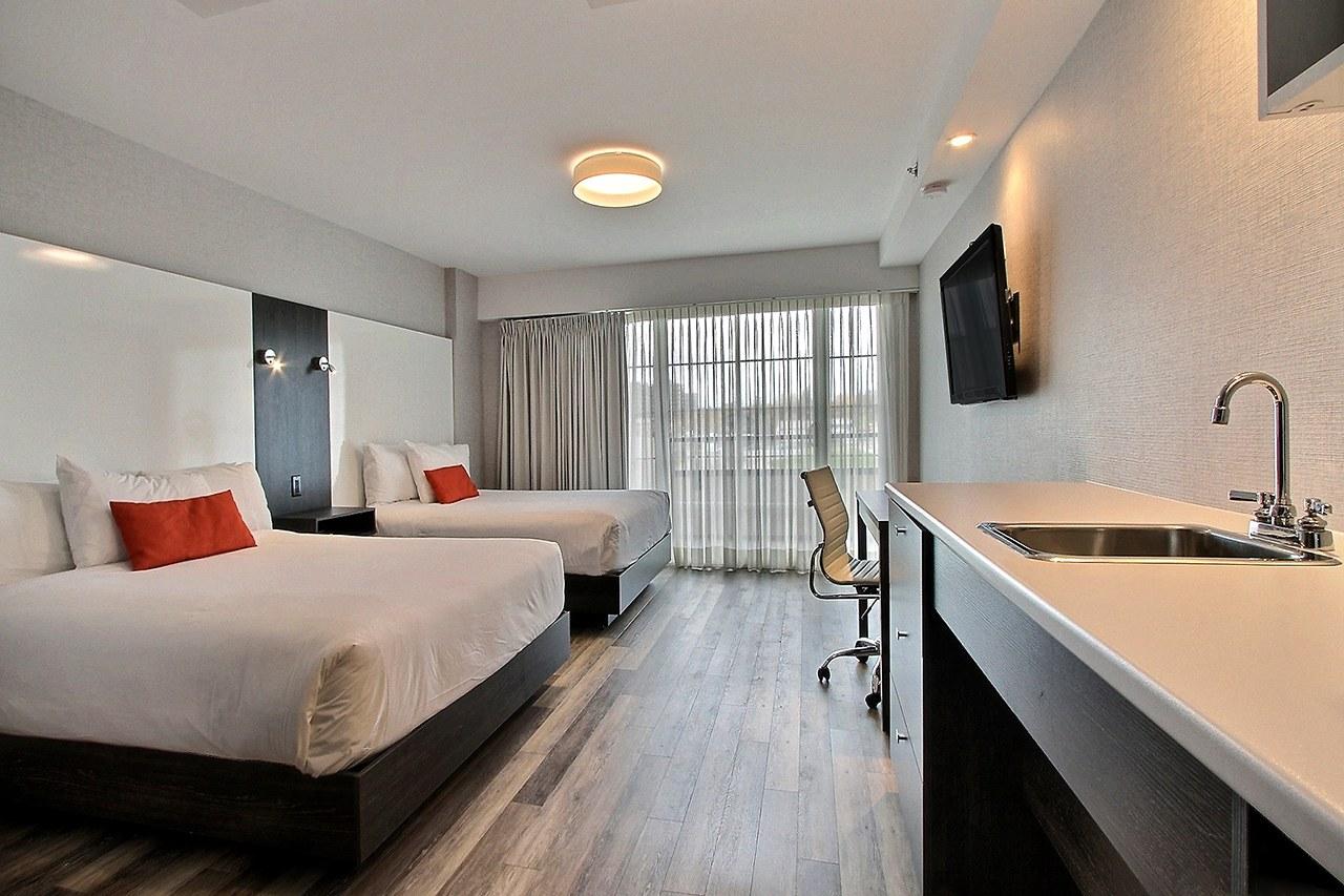 Hotel-boulevard-laurier-quebec-deux-queen-balcon