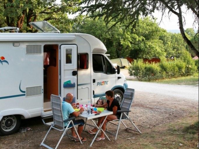 Emplacements camping familial nature lot piscine occitanie