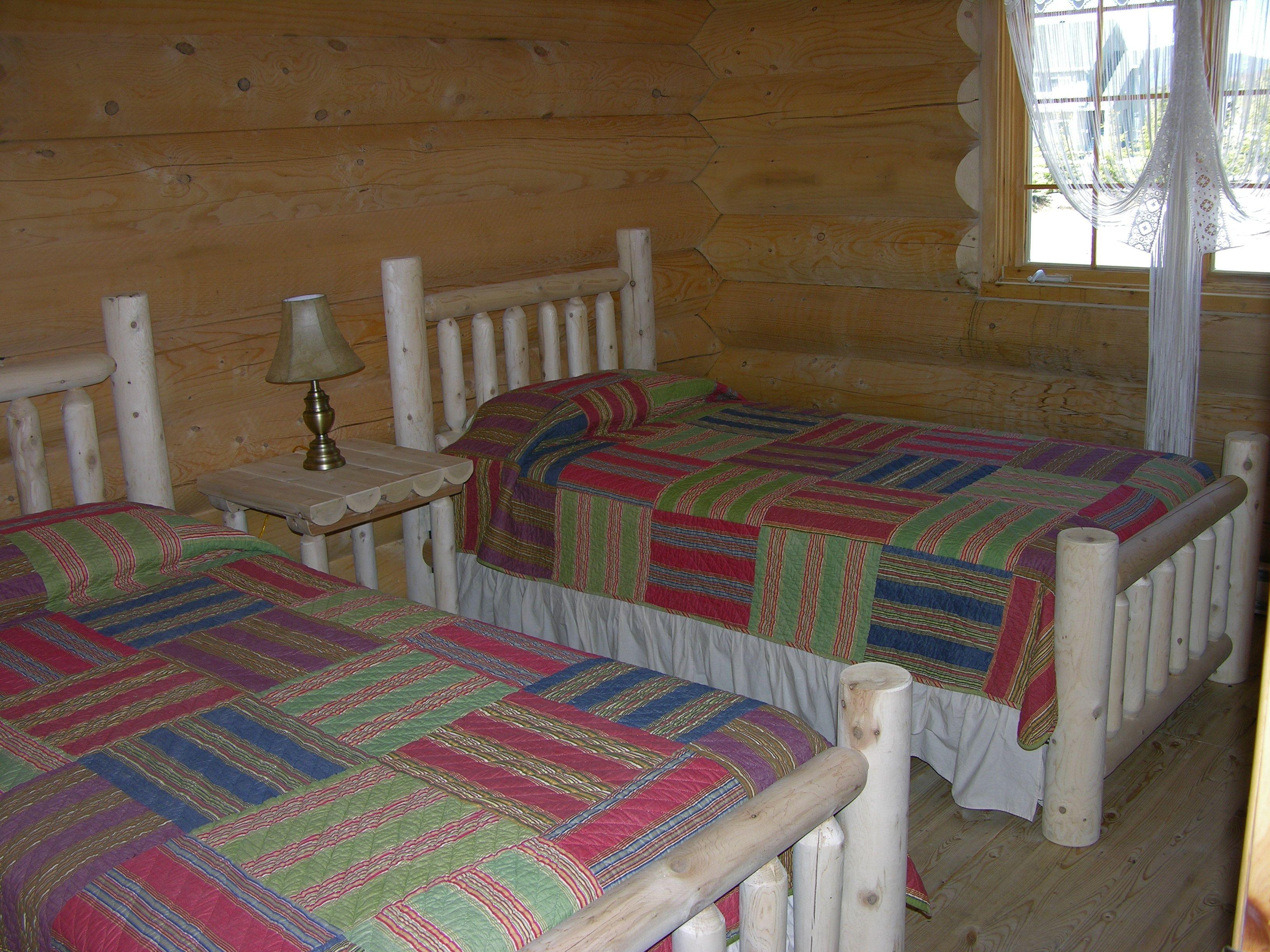 chalet-monts-valin-bois-rond-chambre-lit-simple