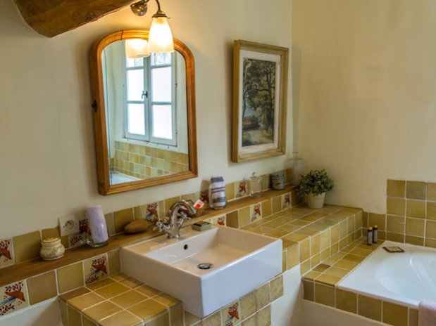 Cuq en Terrasses The Guards Room bathroom