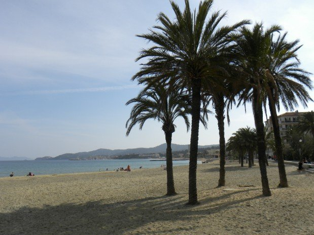 main beach 50m away (anglade beach side)