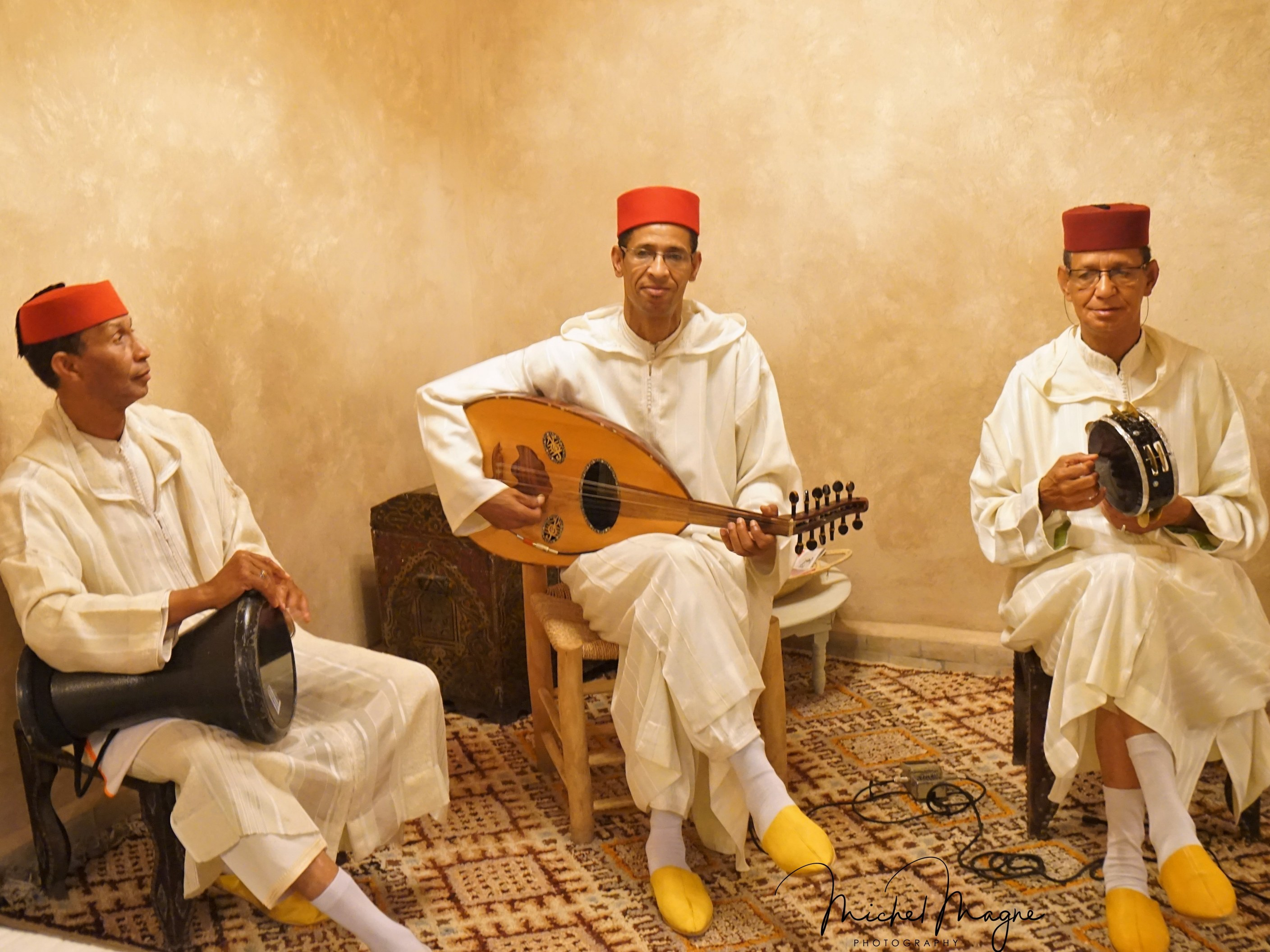 restaurant-marocain-marrakech-soiree-musicale-instrument-mama-beldi