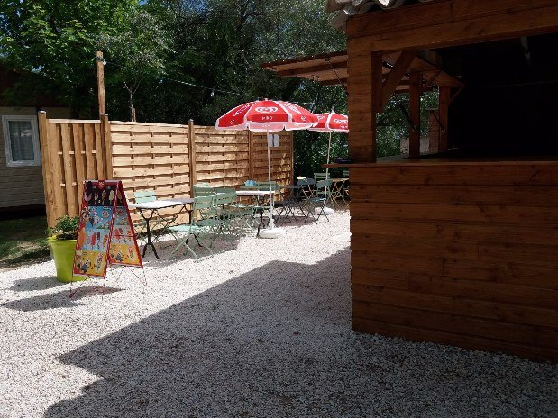 Camping l'olivier - terrasse