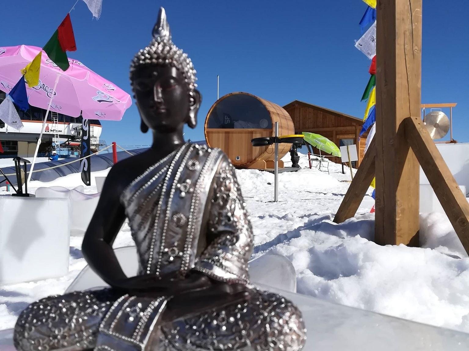 bouddha dans la neige