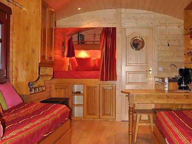 gite-lac-du-der-roulotte-des-elfes-salon