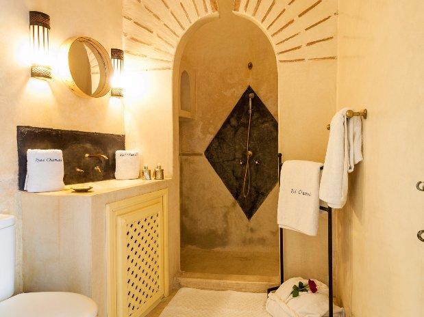 salle d'eau chambre double supérieure riad chamali médina marrakech Maroc