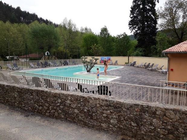 piscine camping de retourtour 4 etoiles ardeche riviere piscine