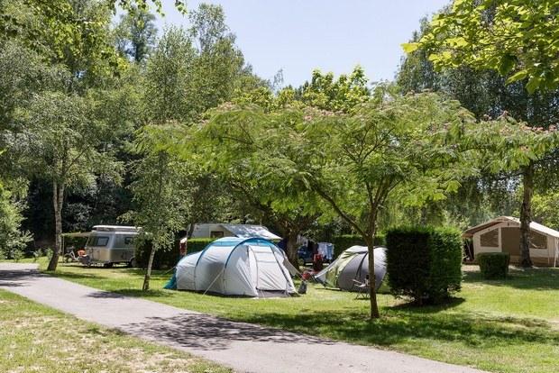 emplacements camping familial Isère nature parc aquatique