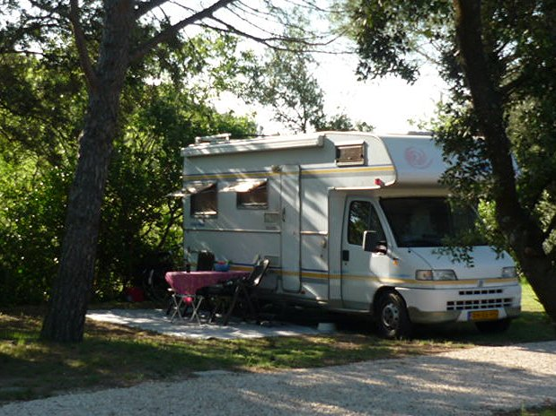camping l'olivier - nimes - sommieres - emplacements caravanes et camping car