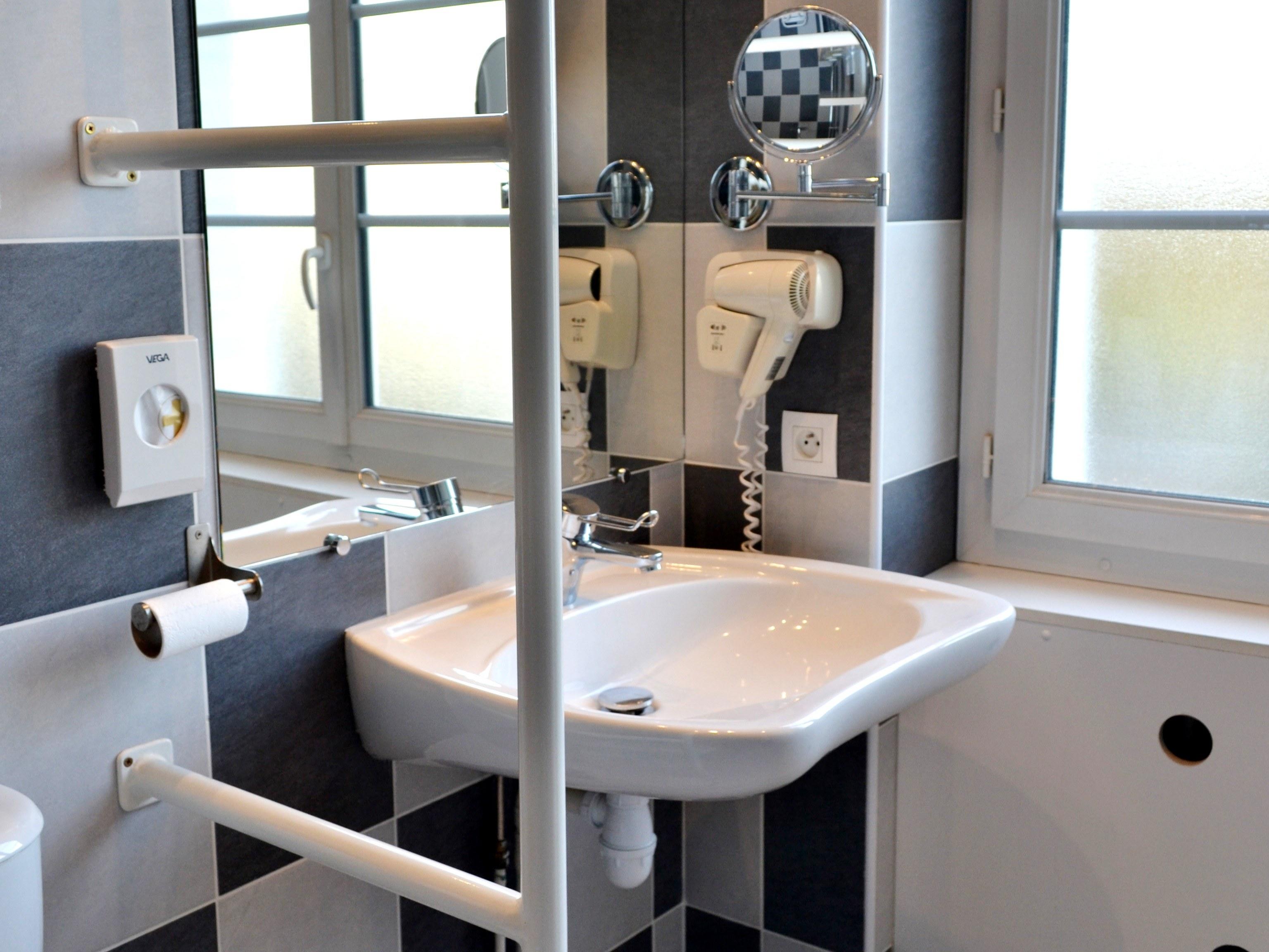 salle de bains = double PMR