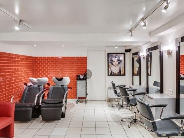 8-eme-art salon-de-coiffure-paris-15-fauteuil-miroir-produit-beaute-soin-portrait