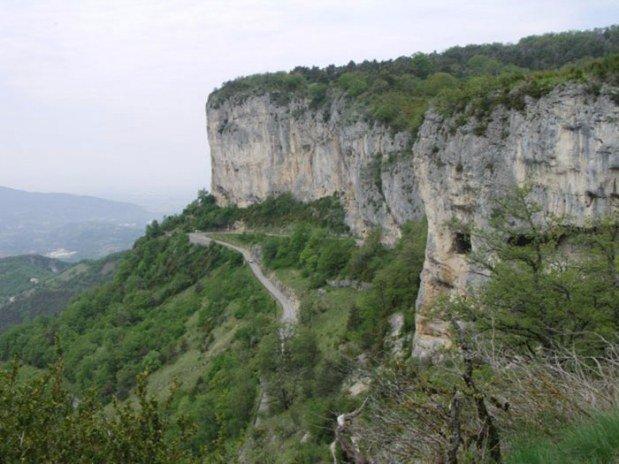 hotel-dans-le-Vercors-falaises