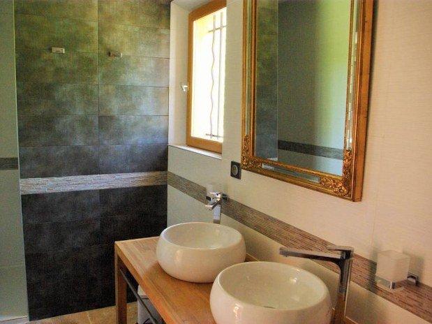b&b-piscine-cannes-domaine-les-cigales-salle-de-bain-double-vasque
