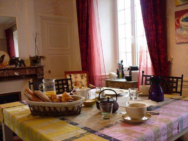 petit dejeuner table d hotes ma les champs français