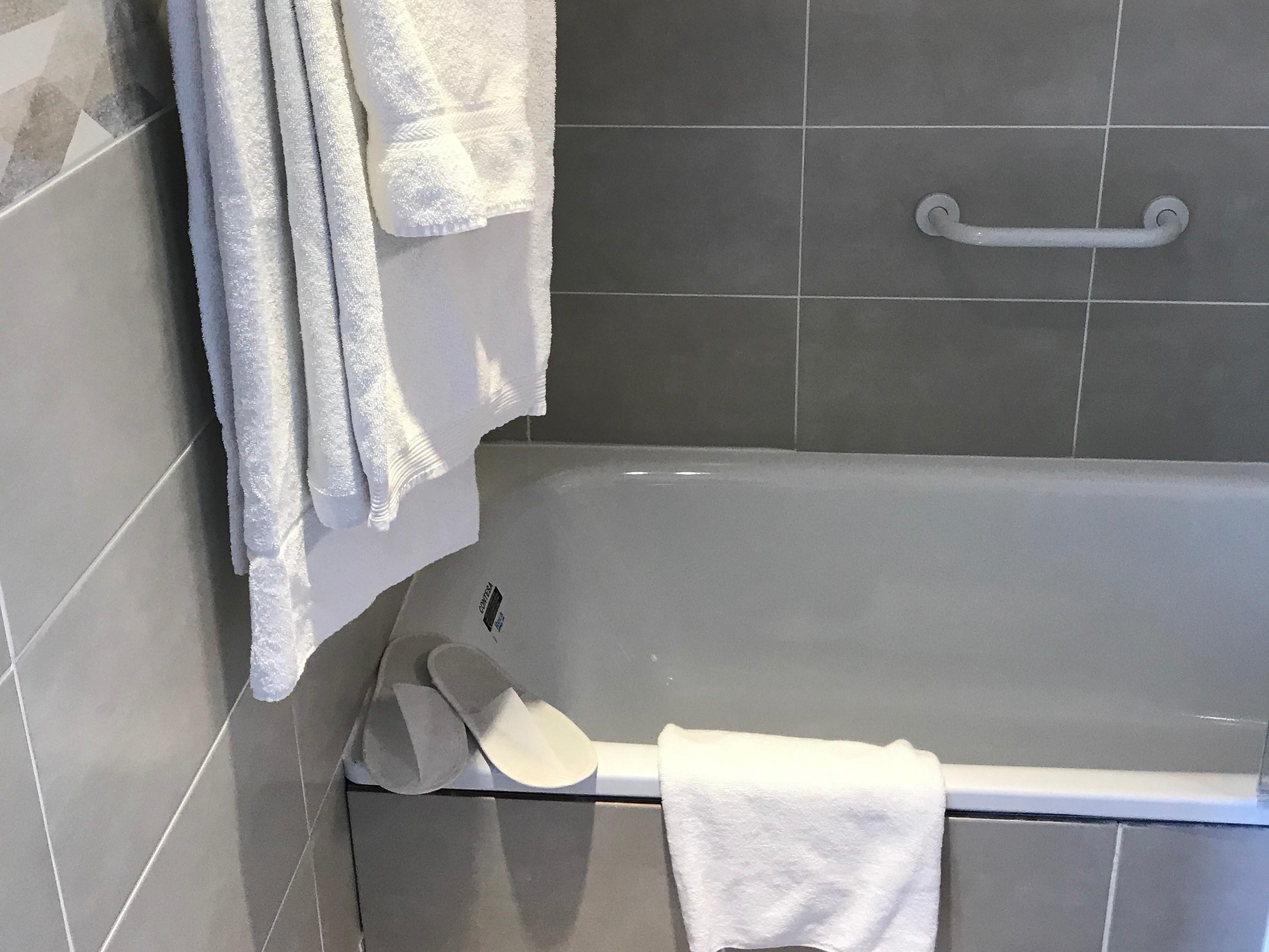 hotel-giverny-chambre-baignoire-serviette