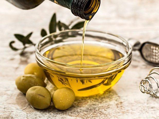 Olio d'oliva produzione agricola Castello Santa Margherita
