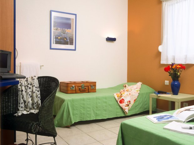 chambre La Coconniere Gite accessible PMR et handicapés 6 personnes Ardeche Meysse Cruas  pas cher
