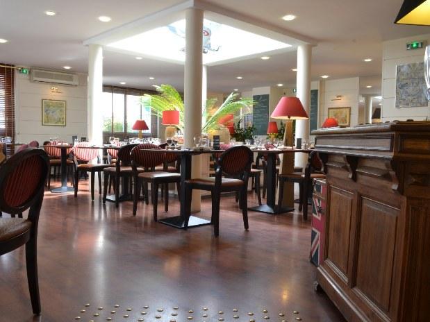 hotel-restaurant-blois-salle-tables
