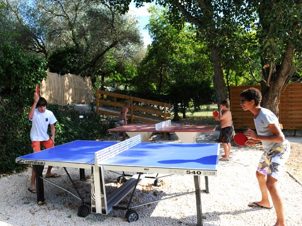 ping pong - activités camping l'olivier - nimes - sommieres