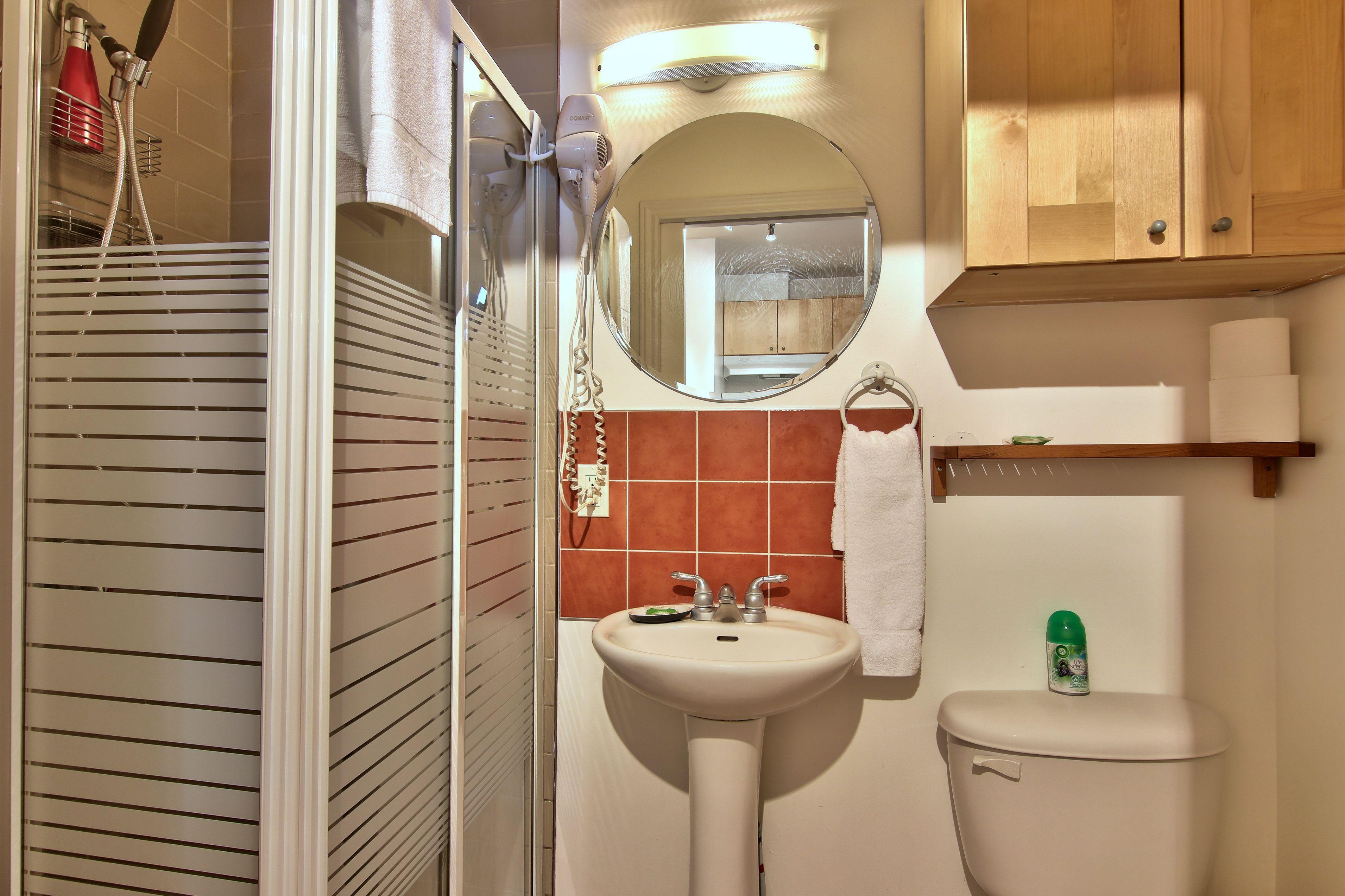 hotel-proche-palais-des-congres-montreal-appartement-vue-jardin-salle-de-bain