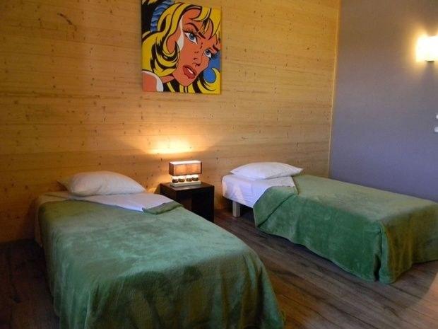gite-de-groupe-jura-marlaya-chambres-cadre-lit-oreiller