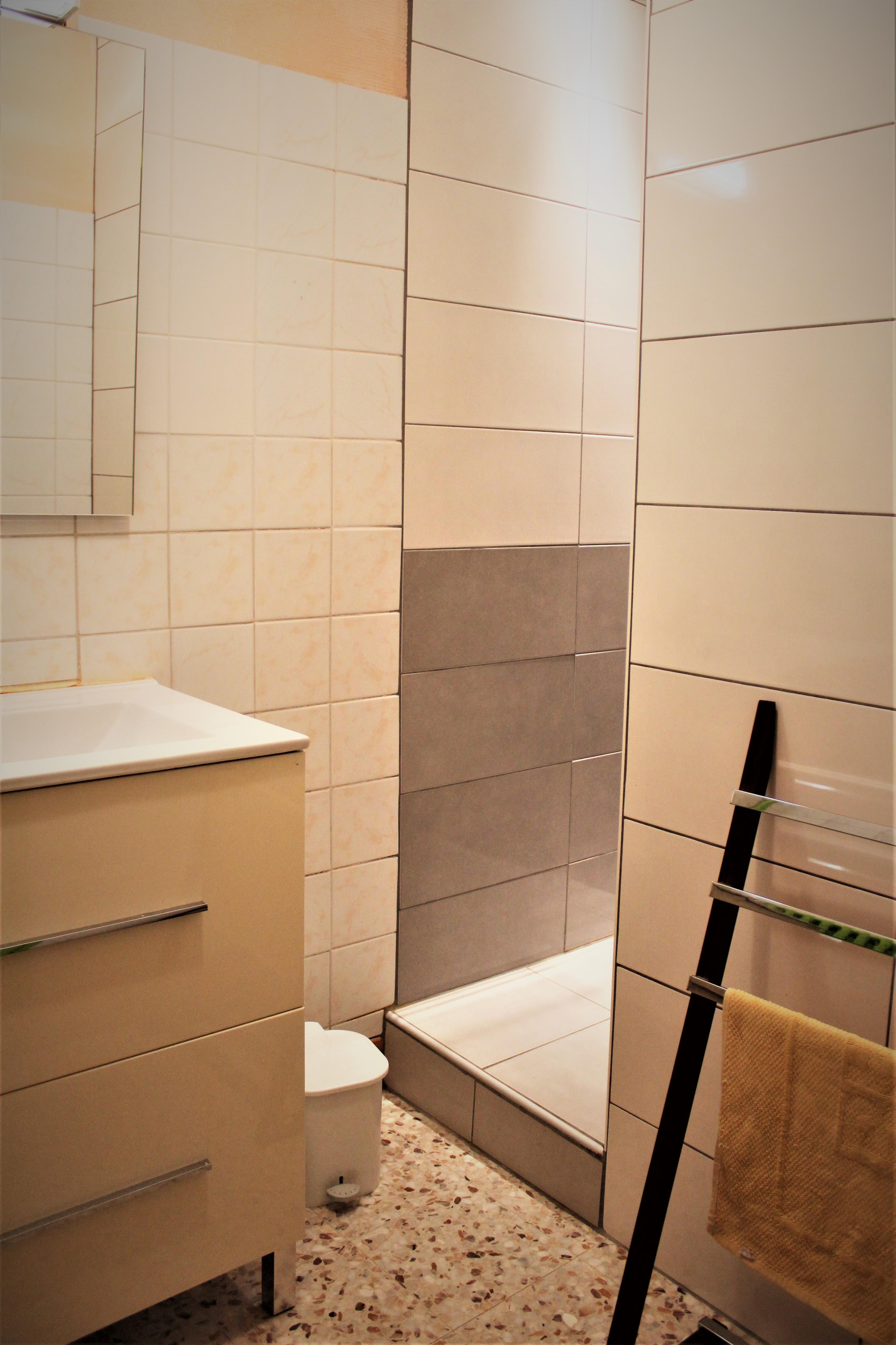 gite-groupe-jura-niches-salle-de-bain