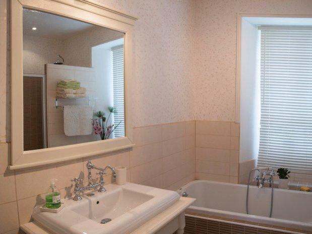 salle de bain chambre normande les champs français