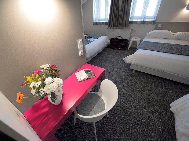 Table-Chambre-grand-confort-hotel-du-port-Morlaix