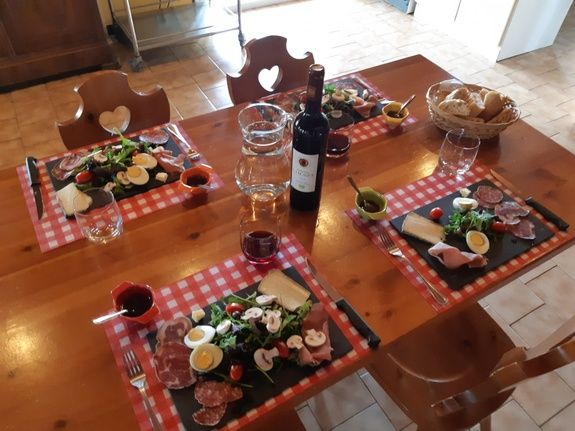 grand-gite-paca-assiettes-charcuterie