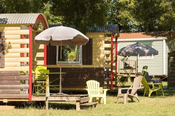 roulotte exterieur camping rocamadour Lot piscine chauffée padirac