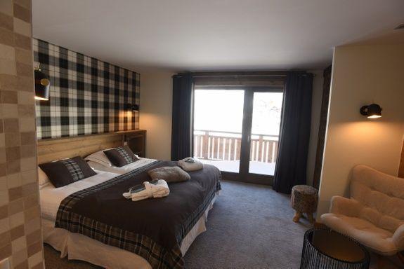 hotel-4-étoiles-val-isere-chambre-confort-lit-vue