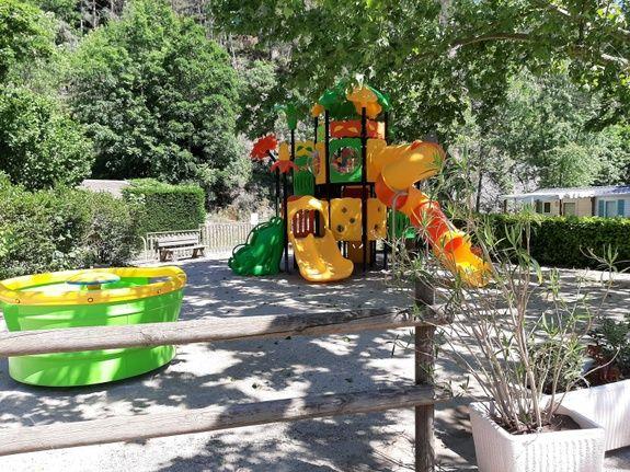 jeux d'enfants camping de retourtour 4 etoiles ardeche riviere piscine