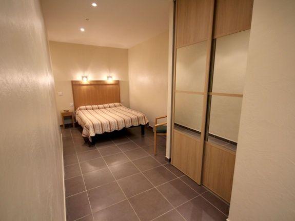 hotel-le-florian-cannes-appartement-lit-placard