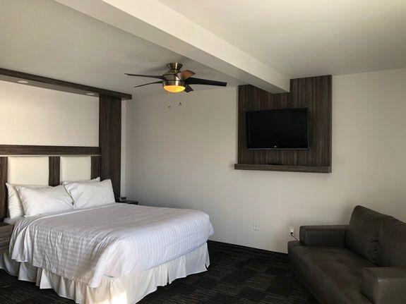 hotel-iles-de-la-madeleine-chateau-chambre-régulière-lit