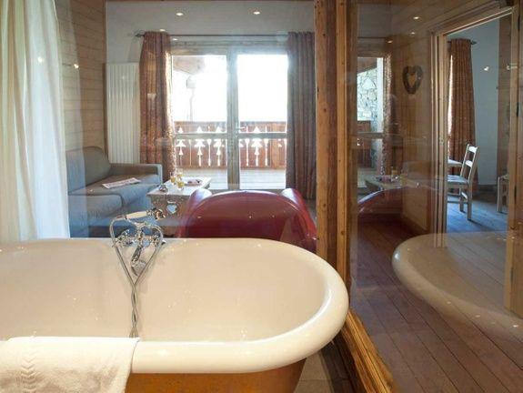 hotel-tignes-le-lac-salle-de-bain-lavabo-baignoire