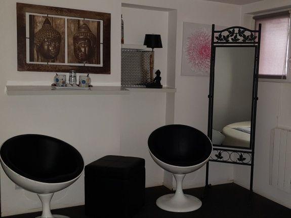 chambre-jacuzzi-privatif-lille-nord-pas-de-calais-zen-fauteuil-miroir