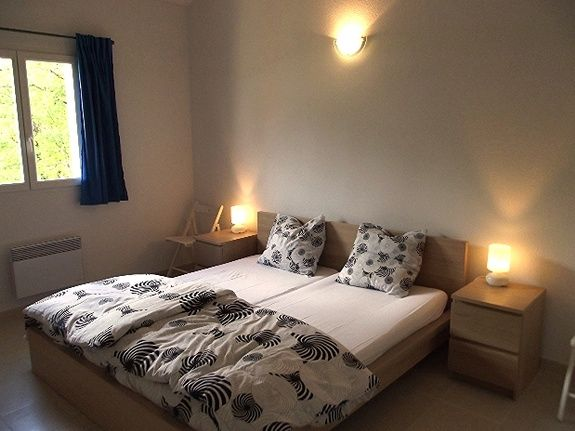 Kingsize bedroom with ensuite etang vallier resort brossac