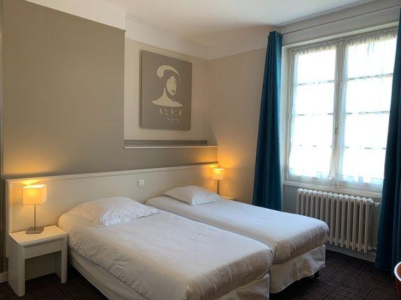 hotel-anne-de-bretagne-blois-centre-ville-chambre-à-2-lits-individuels