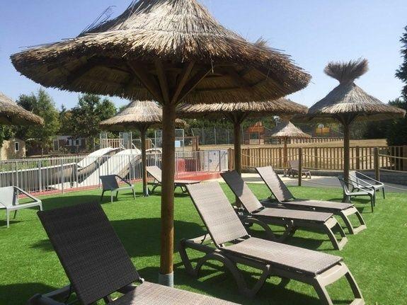 plage bain de soleil piscine chambon