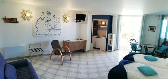 chambre d'hotes Cocteau kitchenette saint Raphael