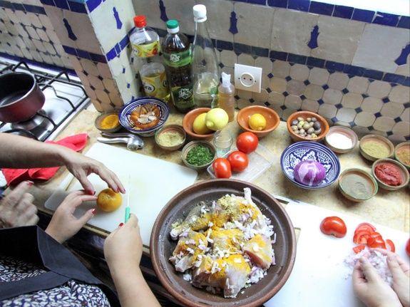 restaurant-marocain-marrakech-cours-cuisine-viande-tomate-huile-bol