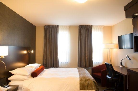 hotel-iles-de-la-madeleine-auberge-madeli-chambres-regulieres-lit