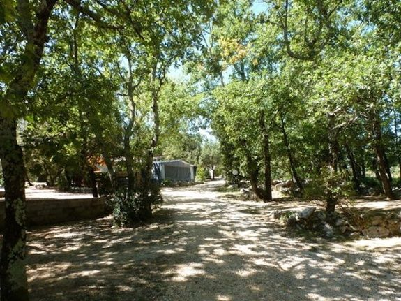 emplacements camping piscine familial proche ardeche