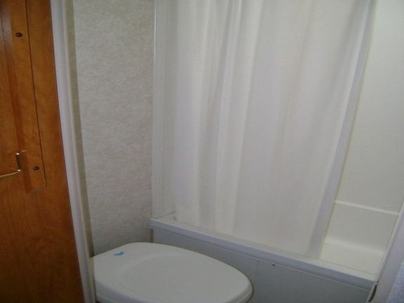 location-roulotte-gaspésie-prowler-salle-de-bain