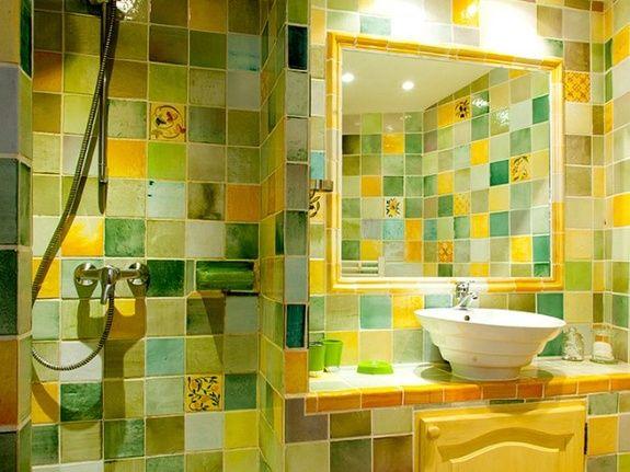 la salle de douche. la maison des poules