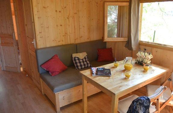 Pièce à vivre camping rocamadour Lot piscine chauffée padirac