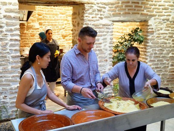 restaurant-marocain-marrakech-cours-cuisine-couscous-preparation-semoule